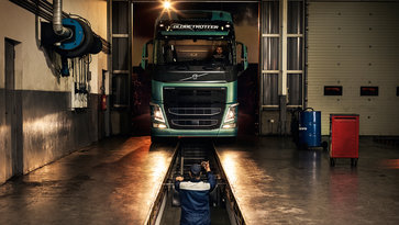 Volvo trucks service contracts