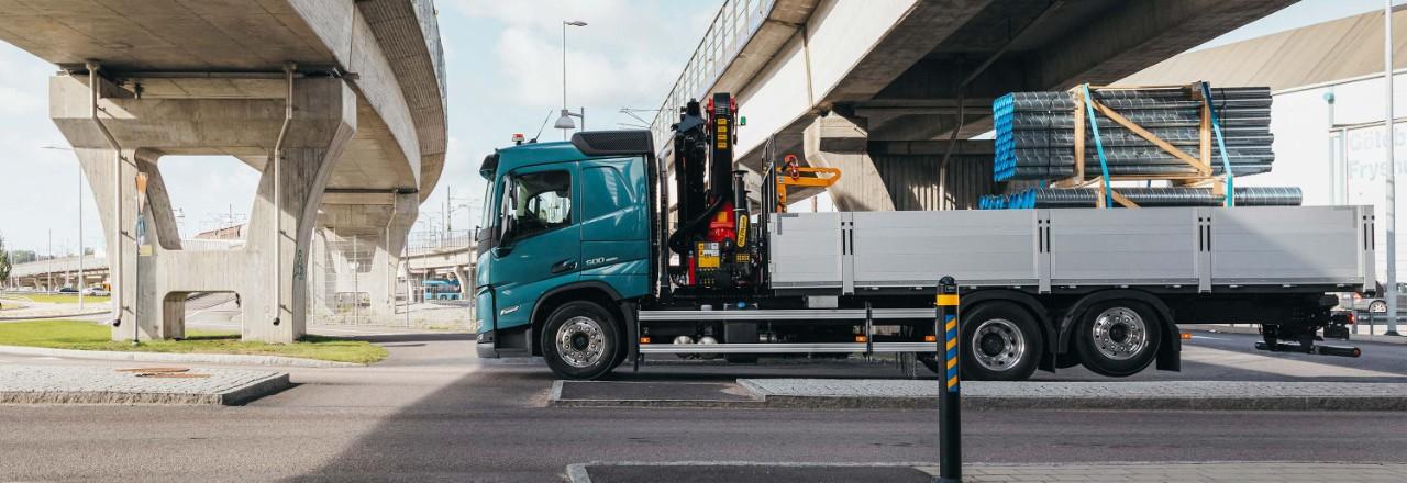 Zagotovite si vozilo Volvo FM s široko ponudbo konfiguracij osi, medosnih razdalj in višin šasije glede na vaše potrebe.